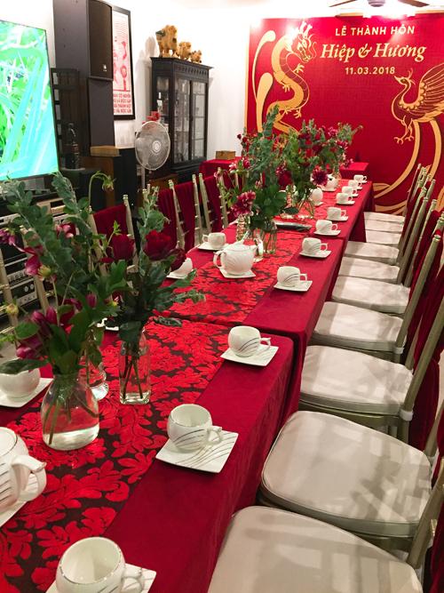 Lễ thành hôn và tiệc cưới được tổ chức tại nhà gái ở Lạc Trung, Hà Nội.