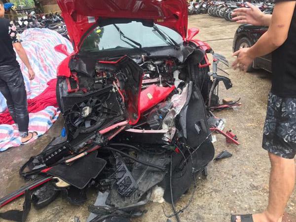 Tuấn Hưng gặp tai nạn, siêu xe 14 tỷ bị nát đầu