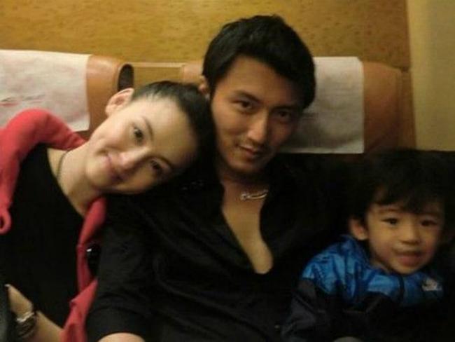 Tạ Đình Phong cùng vợ và con trai, thời còn bên nhau hạnh phúc.