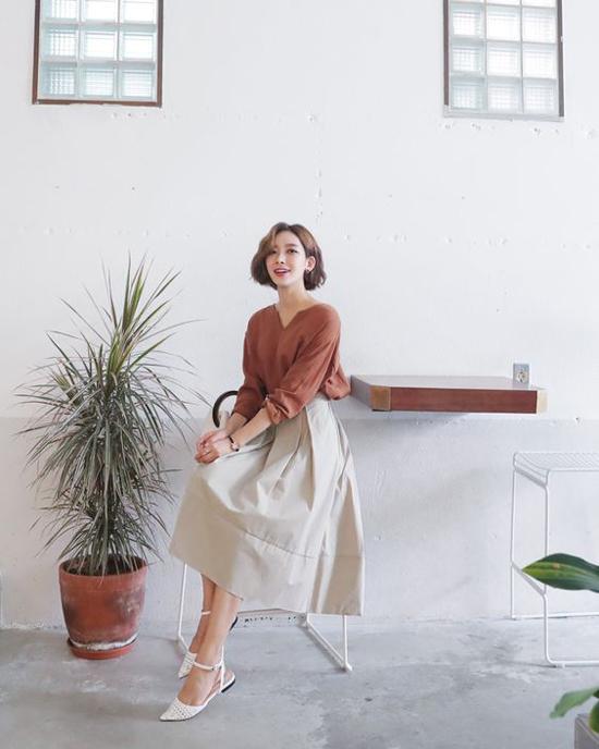 Phối chân váy ka ki hợp mốt mùa thu cho nàng công sở