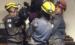 Cứu hỏa mất 4 tiếng giải cứu tên trộm kẹt trong ống khói