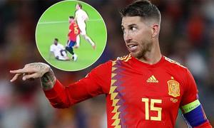 CĐV Anh nổi đóa vì Ramos cố tình giẫm chân Sterling