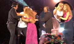 Fan cuồng lao lên sân khấu ôm hôn Shakira