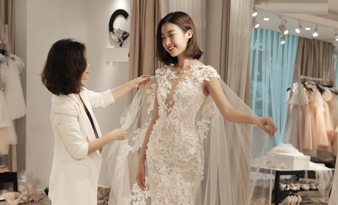 Ngày 19/10 tới đây, người đẹp 9X cũng sẽ đảm nhận vai trò vedette khi tham gia show váy cưới của nhà thiết kế Phương Linh mang tên Lễ đường tình yêu, diễn ra tại Đại sứ quán Pháp.