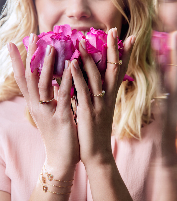 Piaget Rose: Với hình tượng đóa hoa bằng vàng và kim cương tỏa sáng, Piaget Rose sẽ là một phép ẩn dụ ngọt ngào thay mọi lời thổ lộ, khéo léo thay bạn chiều lòng người phụ nữ mà bạn yêu thương.