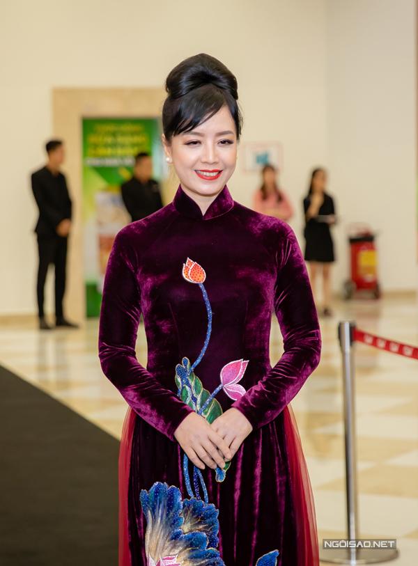 NSƯT Chiều Xuân cũng góp mặt vào phim của Victor Vũ với vai phụ.