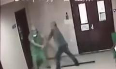 Chồng đánh bác sĩ rạn xương hàm vì không mổ đẻ cho vợ