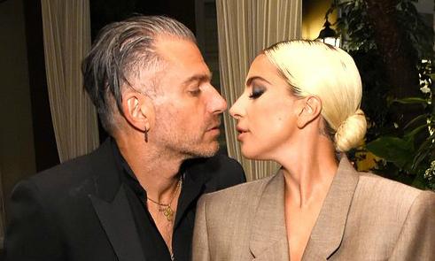 Lady Gaga đã đính hôn với bạn trai hơn 17 tuổi
