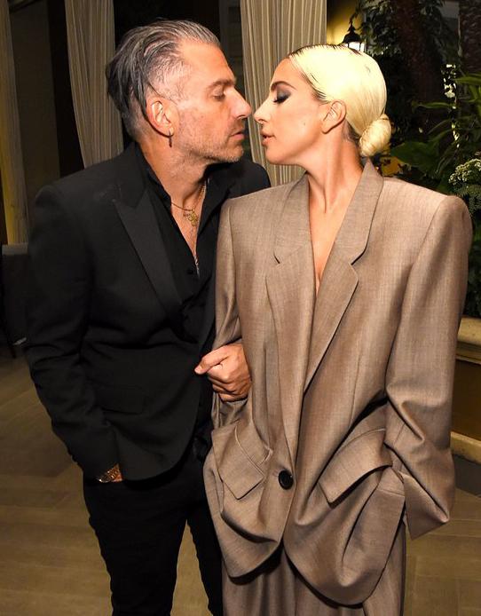 Lady Gaga và vị hôn phu tại sự kiện tối thứ 2, 15/10.