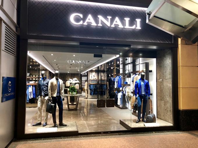 Thương hiệu Canali vừa phối hợp cùng Công ty thời trang Danti tổ chức buổi lễ khai trương cửa hàng Canali Hà Nội