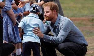 Cậu bé 5 tuổi bị down vuốt râu Hoàng tử Harry