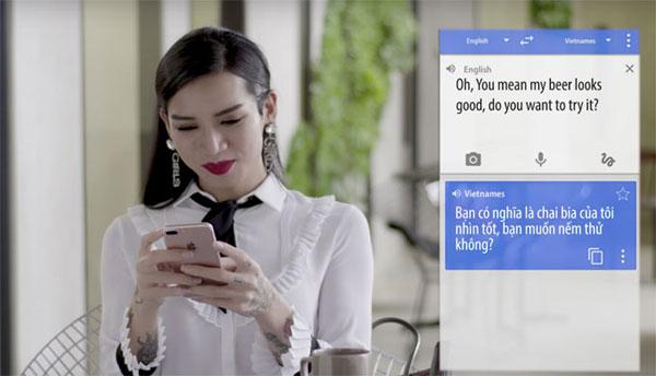 Khi sang nước ngoài công tác cùng em gái, BB Trần cũng chỉ sử dụng công cụ dịch Việt - Anh trên điện thoại. Kết quả, cô để tuột mất chàng ngoại quốc đẹp trai muốn tiến tới cưa mình chỉ vì không hiểu anh ấy nói gì.