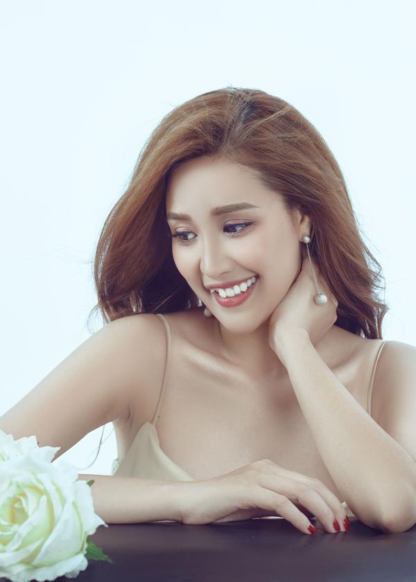 Vì muốn giảm cân nhanh, Phương Hằng từng nhịn ăn, chỉ uống nước chanh pha mật ong nhưng nữ diễn viên đã bị kiệt sức, phải nhập viện.