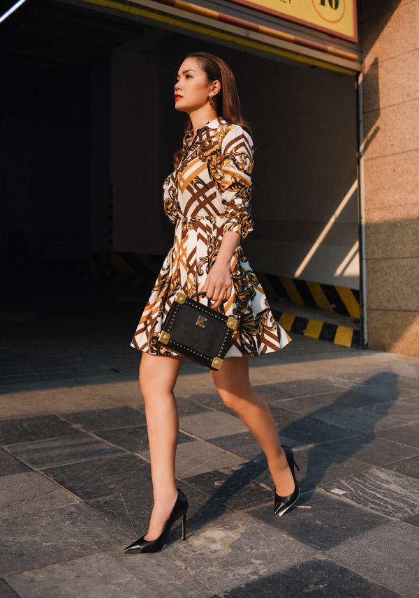 Bộ ảnh được thực hiện với sự hỗ trợ của stylist Khúc Mạnh Quân, make-up Kezbi.