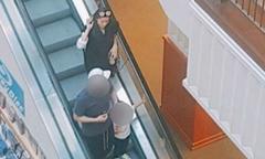 Jeon Ji Hyun cùng chồng con đi mua sắm ở Los Angeles