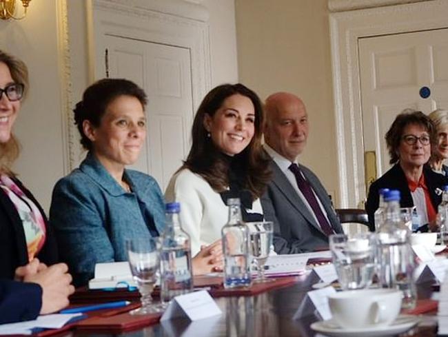 Kate tham dự một cuộc họp riêng tư trong Điện Kensington hồi năm ngoái. Ảnh: Twitter.