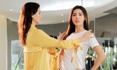 Minh Tú được giám khảo Asia's Next Top dạy catwalk để thi hoa hậu