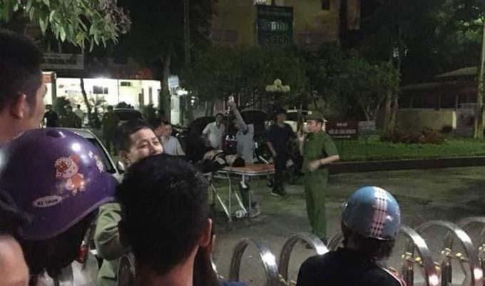 hàng chục cảnh sát hình sự được điều động đến Bệnh viện Đa khoa TP Thanh Hoá vãn hồi trật tự đêm qua.