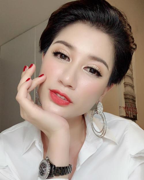 Trang Trần hỏi fan: Phụ nữ sẽ hạnh phuc nhất khi độc lập tự chủ. Cô ấy sẽ đẹp nhất khi yêu.Tôi có đẹp không?.