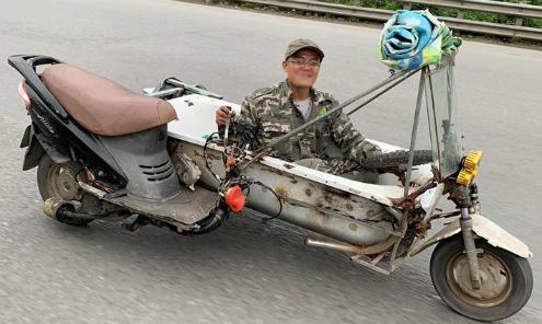 Xe tự chế từ bồn tắm lao vun vút trên đường
