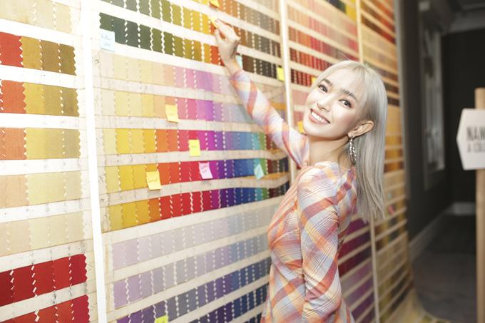 Fashionista Châu Bùi đắm mình trong thế giới những chiếc khăn vuông - 5