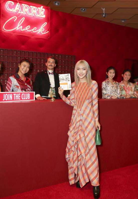 Fashionista Châu Bùi đắm mình trong thế giới những chiếc khăn vuông - 7