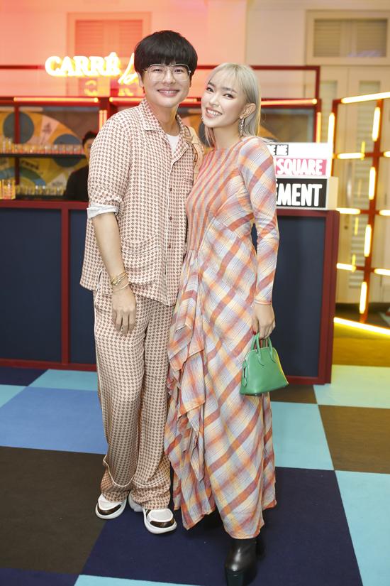 Fashionista Châu Bùi đắm mình trong thế giới những chiếc khăn vuông - 6