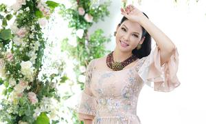 Thủy Hương sang trọng với áo dài dạ tiệc của NTK Văn Thành Công