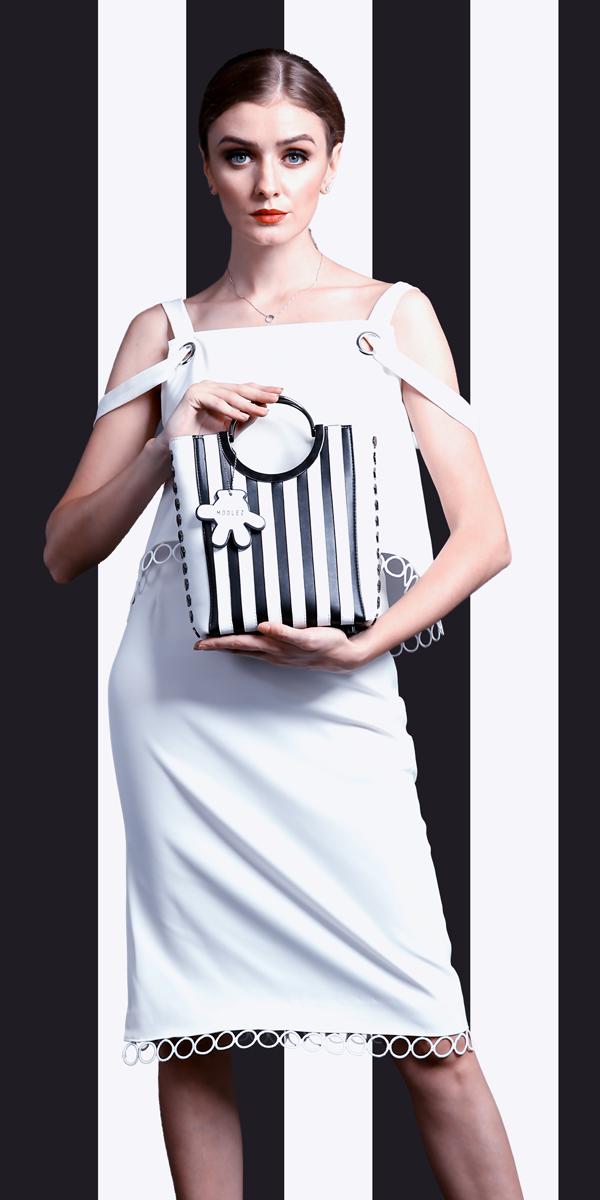 Túi xách da nữ Black and white striped Handbag dáng tote thanh lịch.