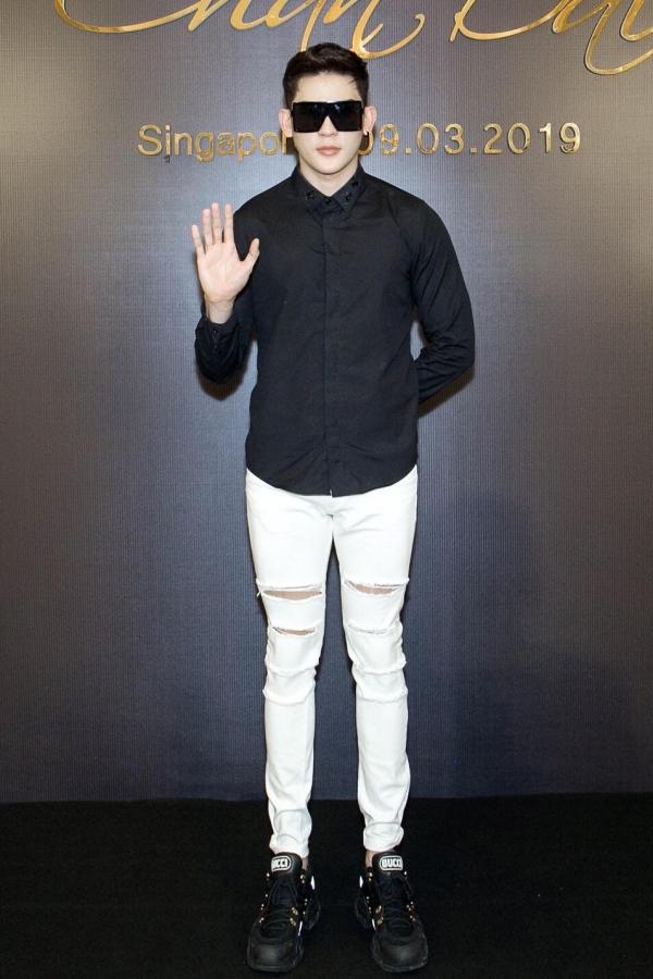 Người mẫu Minh Trung diện set đồ cá tính.