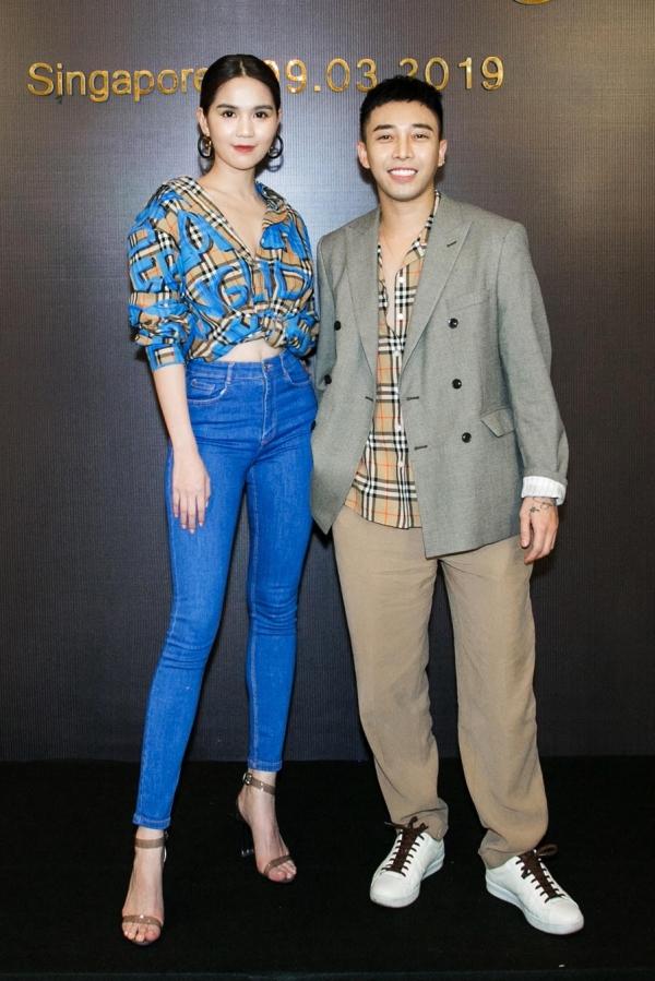 Ngọc Trinh và stylist Hoàng Ku (phải).