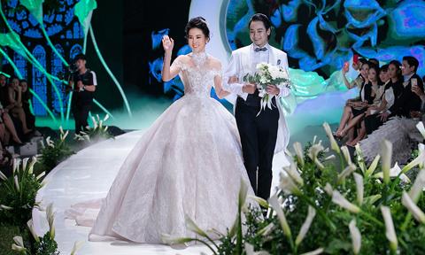 Người đẹp Hoa hậu Hoàn vũ 2015 vẫn run như ngày đầu khi mặc lại váy cưới