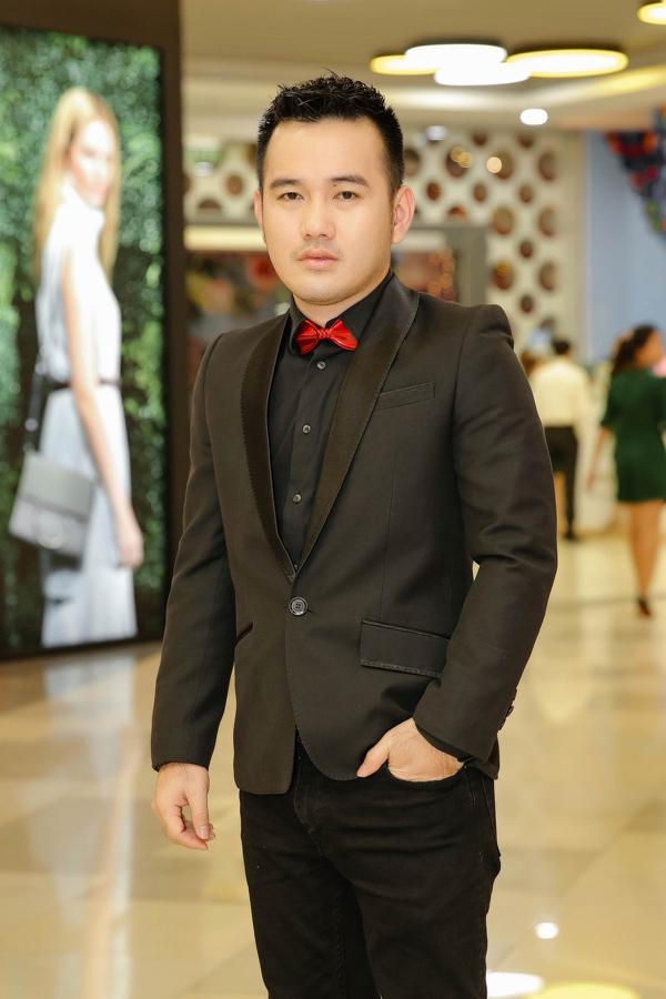 NTK Lê Thanh Hoà cũng làm giám khảo cuộc thi về thiết kế thời trang.