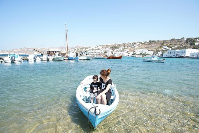 Bà xã Đan Trường đã bị ngã xuống nước trong lần cho con trai trải nghiệm cảm giác đi thuyền ra đảo xa.