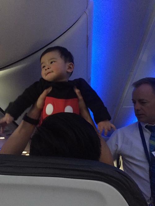 Thiên Từ trong chuyến bay đầu tiên.