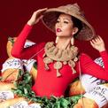 Trang phục dân tộc toàn bánh mì, lồng đèn của H'Hen Niê