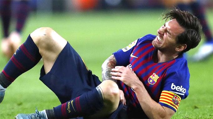 Trước khi bị gãy tay, Messi kịp góp công quan trọng bằng một đường chuyền dọn cỗ và một bàn thắng. Nhờ đó Barca giành chiến thắng 4-2 và lấy lại vị trí dẫn đầu La Liga sau 9 vòng.