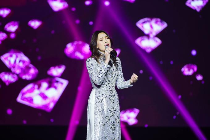 Giọng ca người Đà Nẵng đã đặt nhiều tâm huyết cho show diễn và sự yêu mến của khán giả khiến cô vô cùng tự hào.
