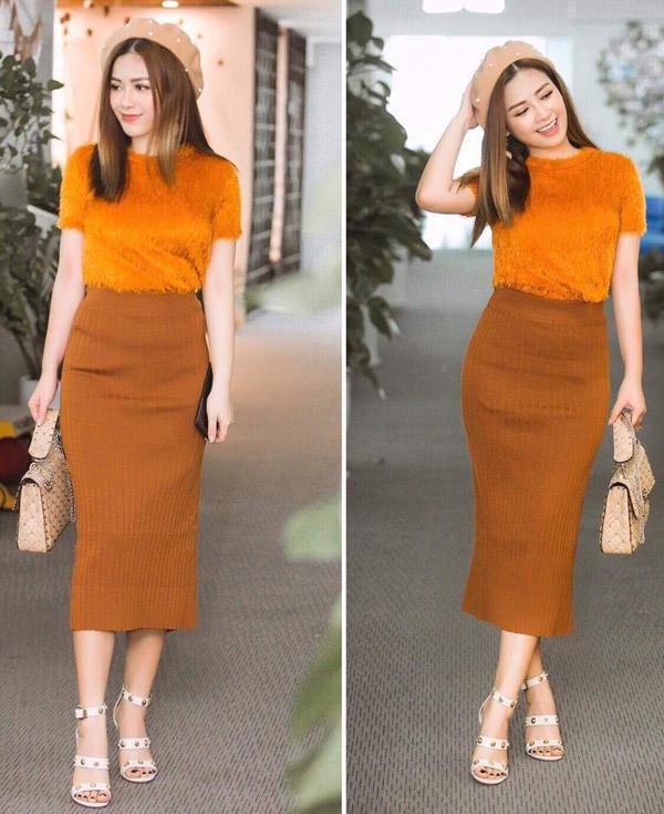 Vào thời tiết mùa thu se lạnh, Dương Hoàng Yên chọn set đồ màu cam bắt mắt mix cùnggiày hiệu Versace 1.000 USD.