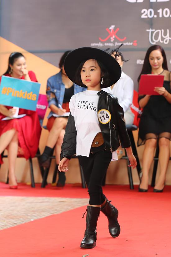Asian Kids Fashion Week được tổ chức lần đầu tiên vào năm 2017, trở thành sự kiện thời trang thu hút đông đảo các nhà thiết, mẫu nhí trong và ngoài nước tham gia.