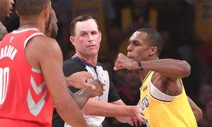 Hai cầu thủ đấm nhau 'gây chấn động' giải bóng rổ NBA