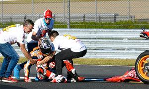 Tay đua trật khớp vai vì ăn mừng chức vô địch MotoGP