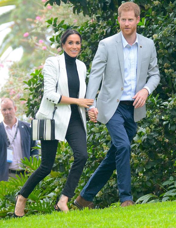 Vợ chồng Meghan dùng bữa trưa tại Vườn bách thảo Sydney hôm 21/10. Ảnh: PA.
