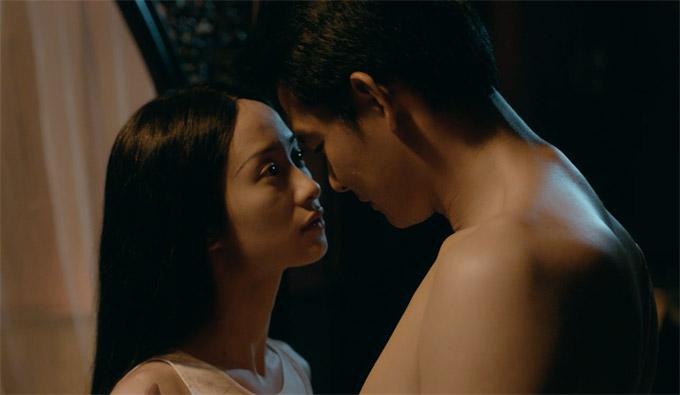 Quách Ngọc Ngoancảnh tình tứ với Jun Vũ trong phim Người bất tử.