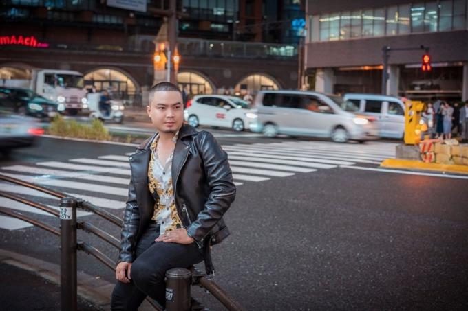 Đức Vincie đến Nhật Bản du lịch cùng gia đình. Anh cho biết, vì quá căng thẳng do lịch công việc dày đặc nên quyết định đến đất nước nổi tiếng này để khám phá, cầu nguyện
