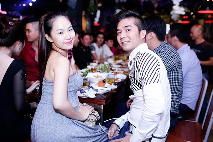 Lương Bích Hữu có một thời gian dài gắn bó tình cảm với ca sĩ Khánh Đơn. Cô có bầu và sinh con gái vào đầu năm 2015. Tuy nhiên, mối quan hệ này nhanh chóng đổ vỡ.