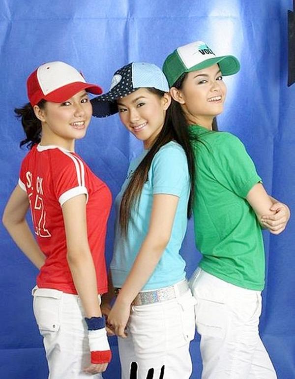 Ngô Quỳnh Anh (trái) là thành viên bổ sung sau khi Thuy Thuỷ tách ra solo. Trước đó, Quỳnh Anh từng hoạt động ở nhóm Mắt Ngọc.