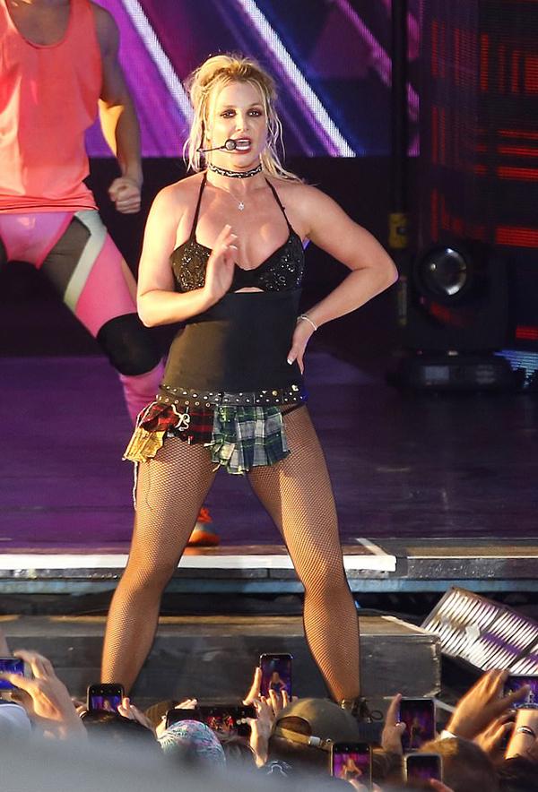 Tour diễn Piece of Me từng mang về cho Britney hàng chục triệu dollar.