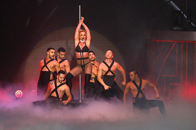 Dàn vũ công nóng bỏng đã theo Britney biểu diễn khắp thế giới suốt những năm qua.