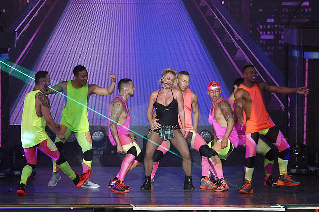 Britney là một trong những nữ ca sĩ đắt show nhất tại Las Vegas cùng Celine Dion và Jennifer Lopez.